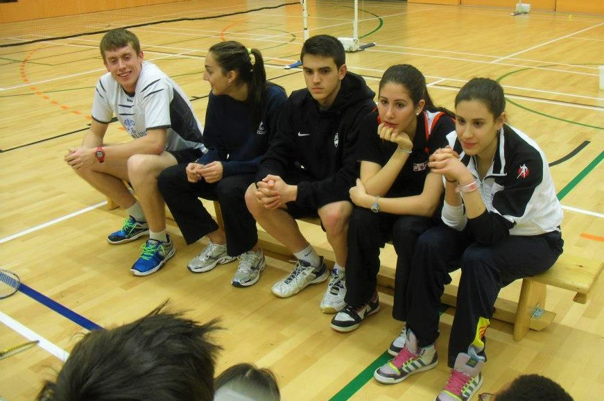 How to resolve conflicting Badminton coaching advice